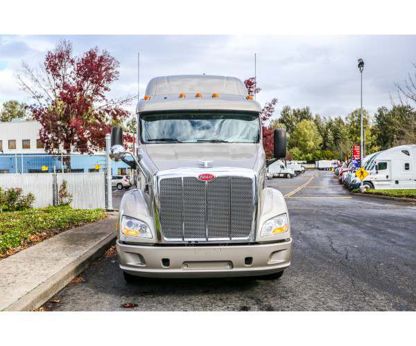 2014 Peterbilt 587 in OR