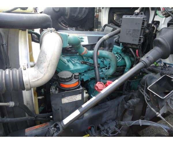 2011 Volvo VNM64T200 3