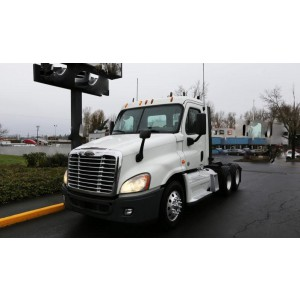 2012 Freightliner Cascadia Day Cab in OR
