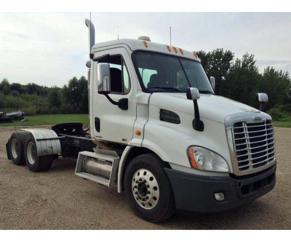2010 Freightliner Cascadia Day Cab 2