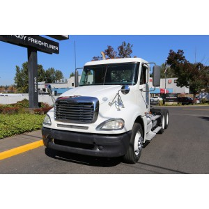 2009 Freightliner Columbia Day Cab in OR