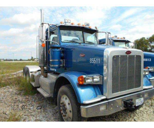 2011 Peterbilt 367 Day Cab 1