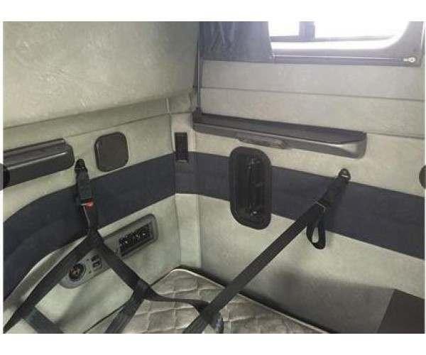 2012 Mack CXU613 sleeper 5