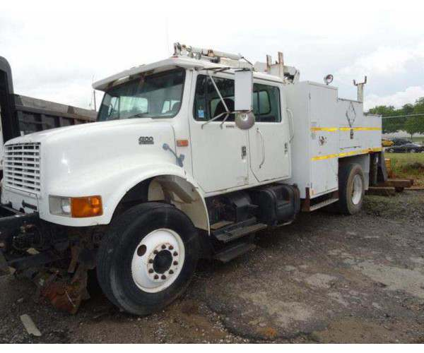 1998 International 4900 Knuckleboom Crane 2
