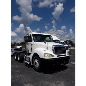 2004 Freightliner Columbia Day Cab in MO