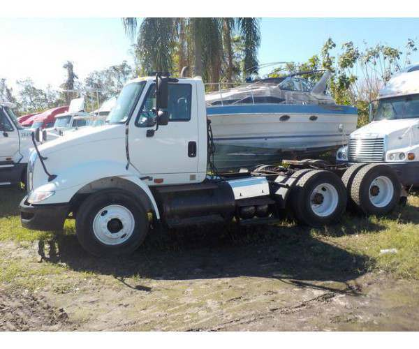 2009 International 8600 Day Cab 11