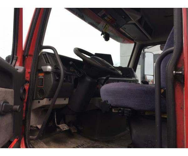 2010 Volvo VNL64T300 Day Cab 3