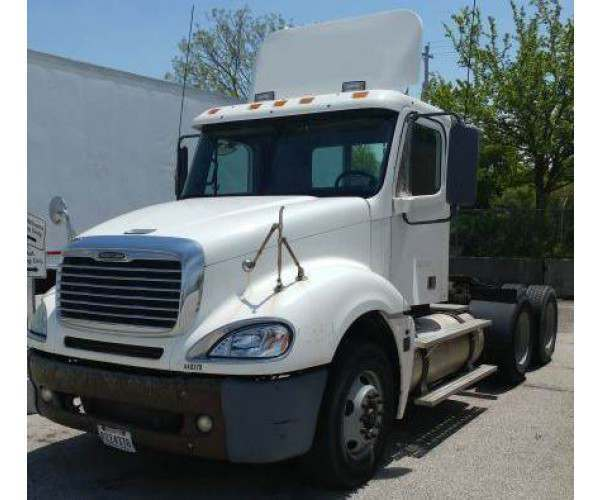2005 Freightliner Columbia Day Cab 3
