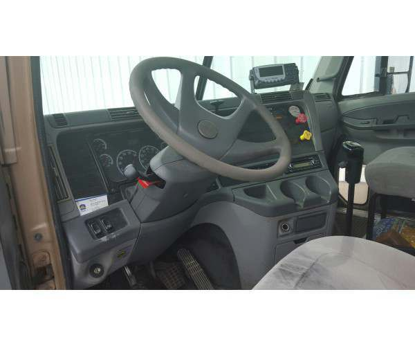 2007 Freightliner Columbia Day Cab 1