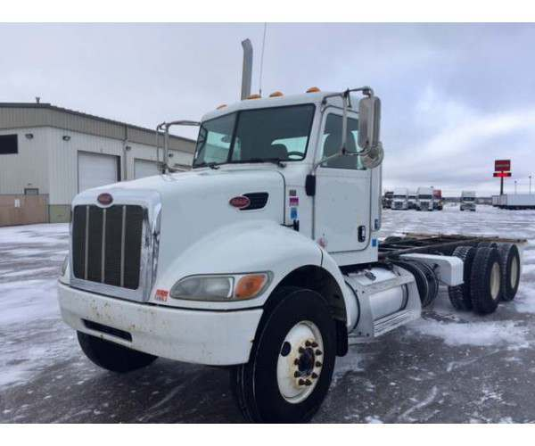2012 Peterbilt 348 Day Cab 2