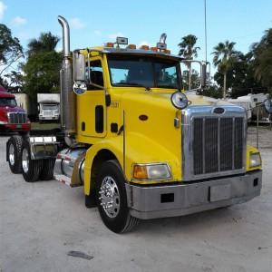 2007 Peterbit 385 Day Cab in FL