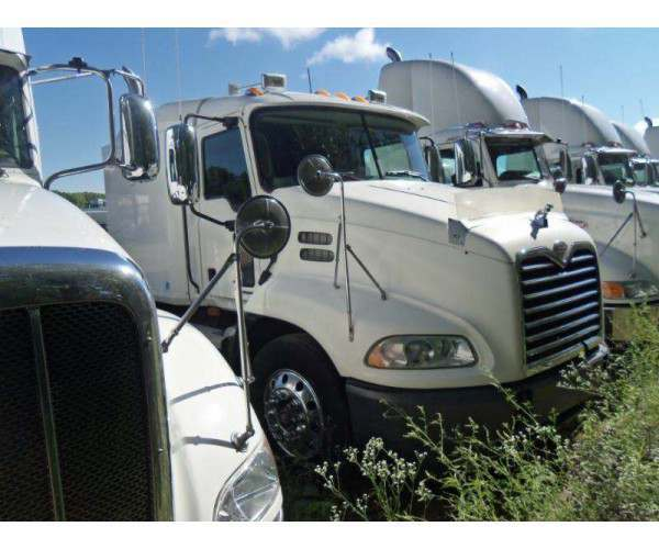 2007 Mack CXN613 sleeper