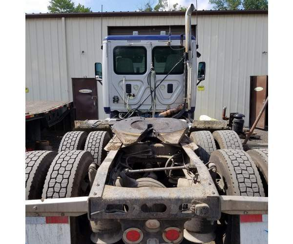 2012 Freightliner Cascadia Day Cab in CT