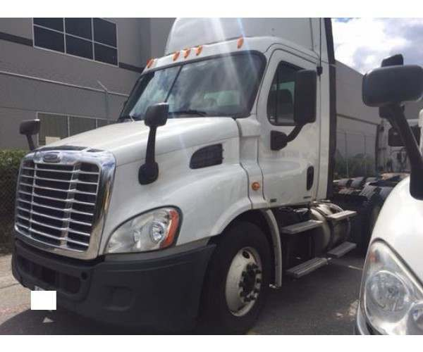 2011 Freightliner Cascadia Day Cab in WA