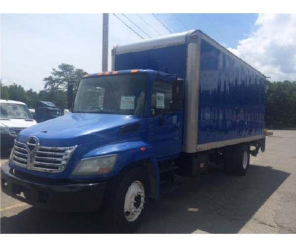 2008 Hino 338 Box Truck