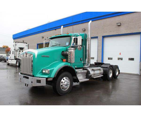 2014 Kenworth T800 Day Cab 10
