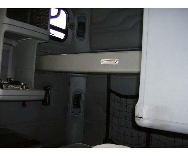 2004 Freightliner COLUMBIA 5