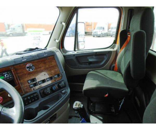 2011 Freightliner Cascadia Day Cab5