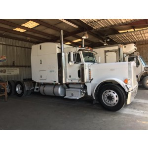 2005 Peterbilt 379 in TX