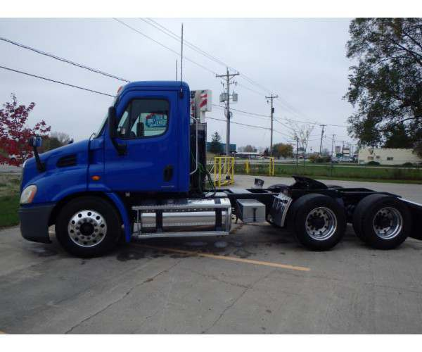 2010 Freightliner Cascadia Day Cab 9