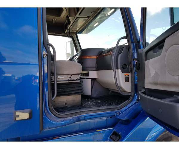 2012 Volvo VNL 670 pics