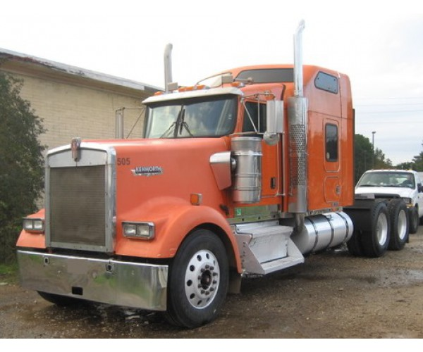 2005 Kenworth W900L in TX