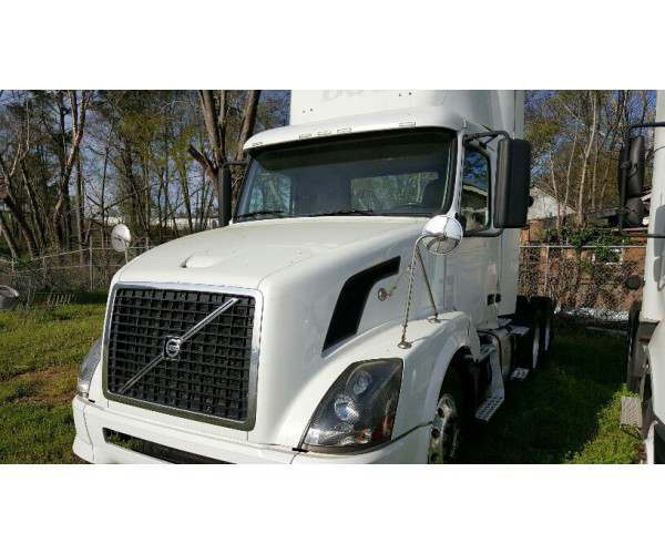 2011 Volvo VNL300 with Cummins ISX DEF, autoshift, NCL Truck Sales