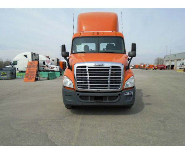2011 Freightliner Cascadia Day Cab1