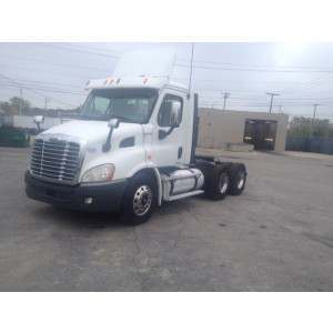 2010 Freightliner Cascadia Day Cab in IL