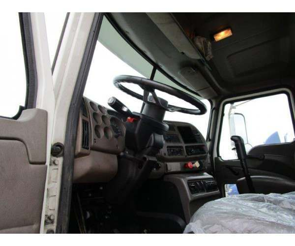 2004 Mack CX612 Day Cab 9