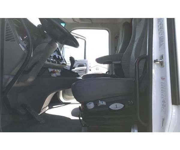 2015 Kenworth T880 Dump Truck4