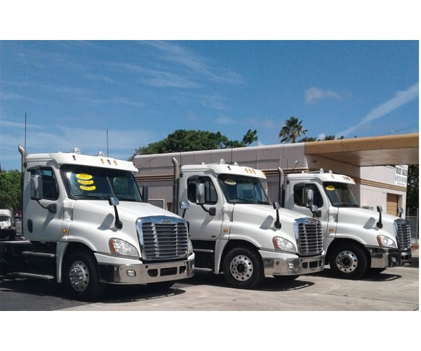 2011/12/13 Freightliner Cascadia Day Cab