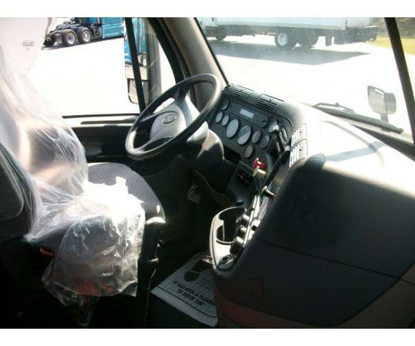 2013 Freightliner Cascadia Day Cab7