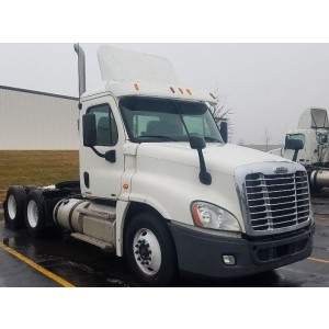 2011 Freightliner Cascadia Day Cab in WI