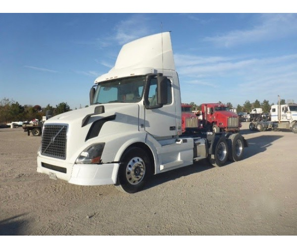 2015 Volvo VNL 300 Day Cab in TX