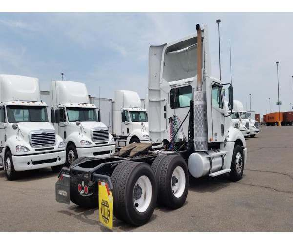 2009 Freightliner Columbia Day Cab 2