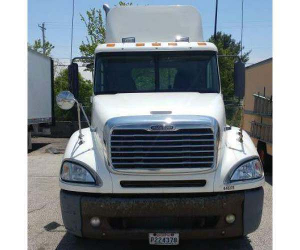 2005 Freightliner Columbia Day Cab 1