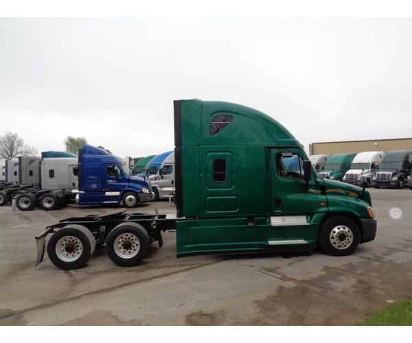 2016 Freightliner Cascadia in MO