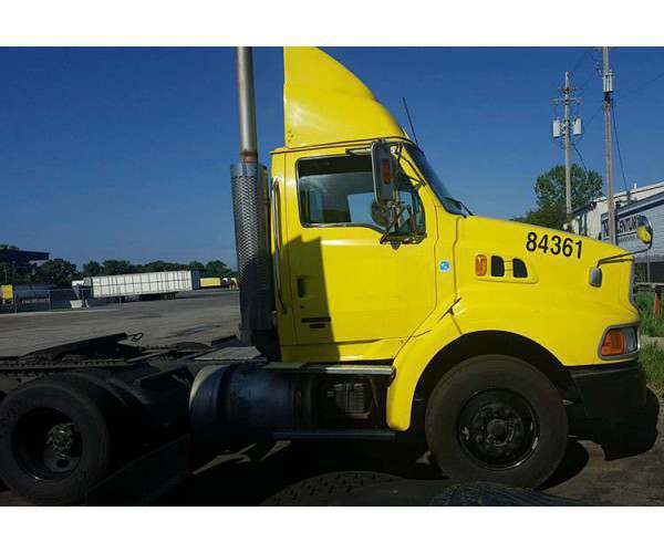 2004 Sterling A9500 Day Cab 2