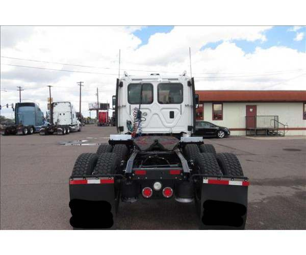2013 Freightliner Cascadia Day Cab9