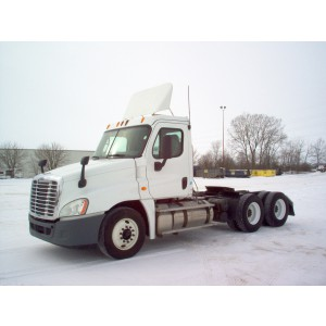 2013 Freightliner Cascadia Day Cab in WI