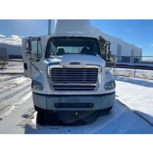 2005 Freightliner M2 Day Cab