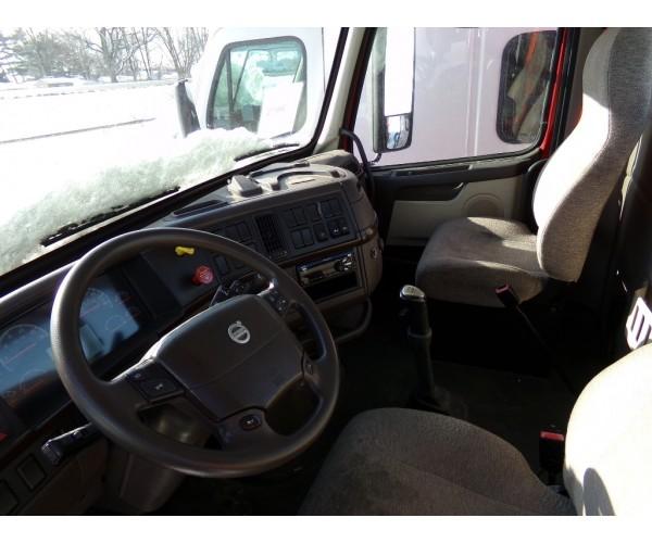 2014 Volvo VNL 300 Day Cab