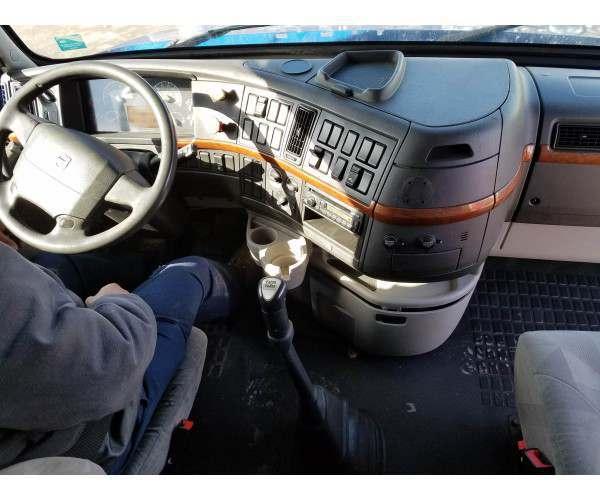 2012 Volvo VNL 670 interior