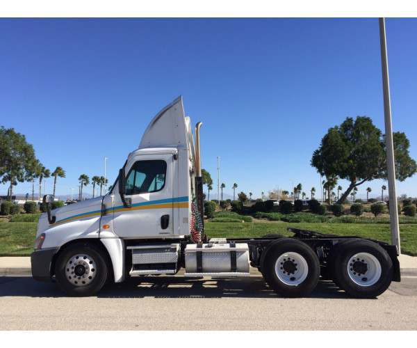 2009 Freightliner Cascadia Day Cab 5