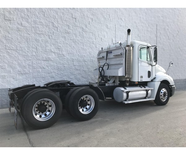 2007 Freightliner Columbia Day Cab in WI