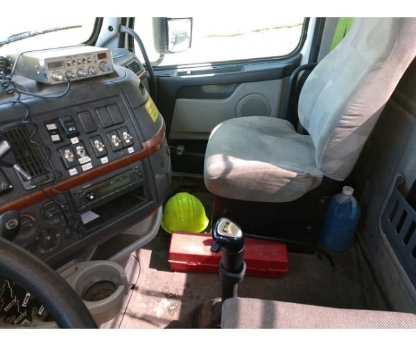 2012 Volvo VNL 300 Day Cab