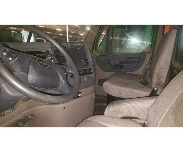 2013 Freightliner Cascadia Day Cab 6