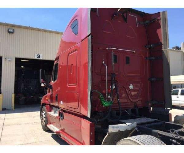 2014 Freightliner Cascadia 8