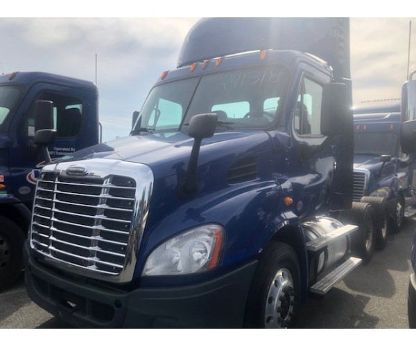 2014 Freightliner Cascadia Day Cab in PA